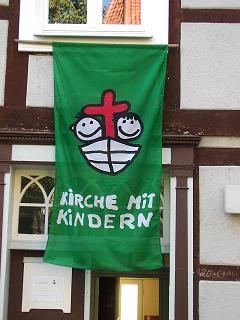 Fahne - Kirche mit Kindern